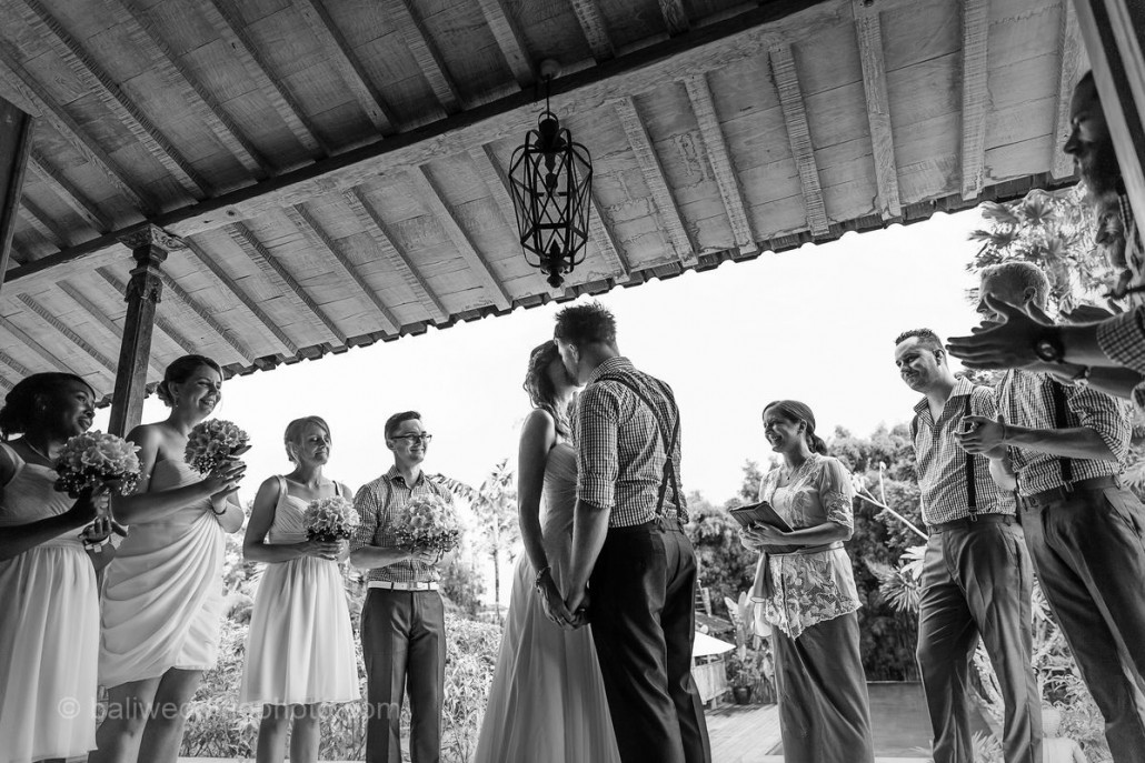 wedding kiss pictures